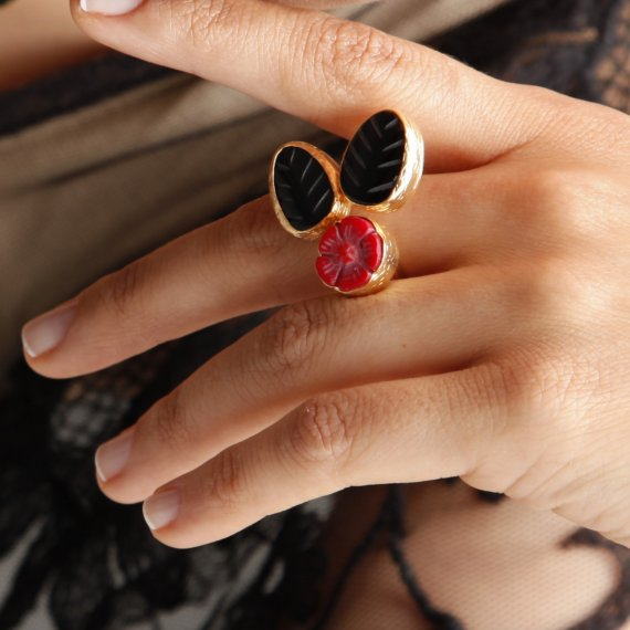 Red Flower Onyx Leaf Ring